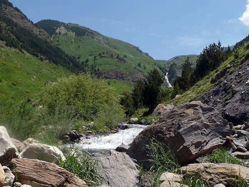 cruzando el rio Cerler