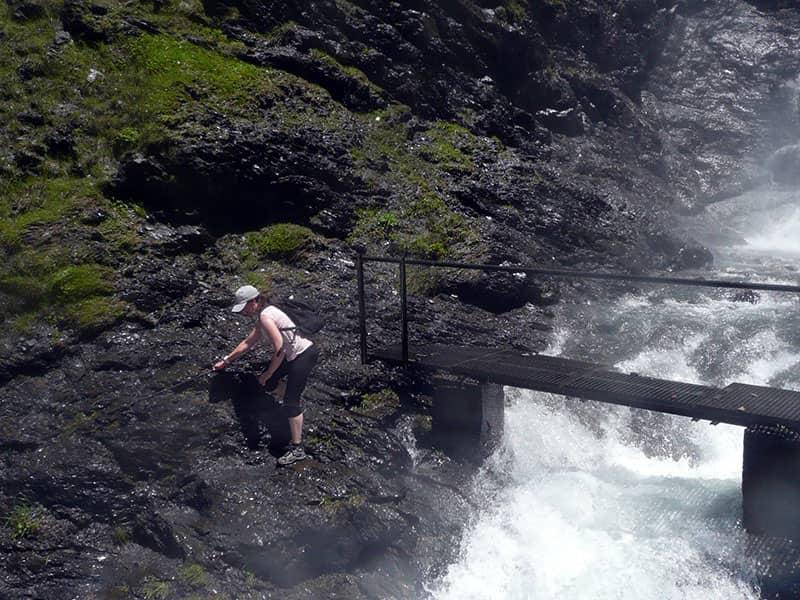Cruzando la cascada principal de Cerler